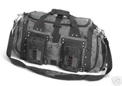 Valakinek nem volna eladó Oakley Heavy Duty Duffel 2.0 táskája  A képen a  sheet metal színű f2d477c4ee